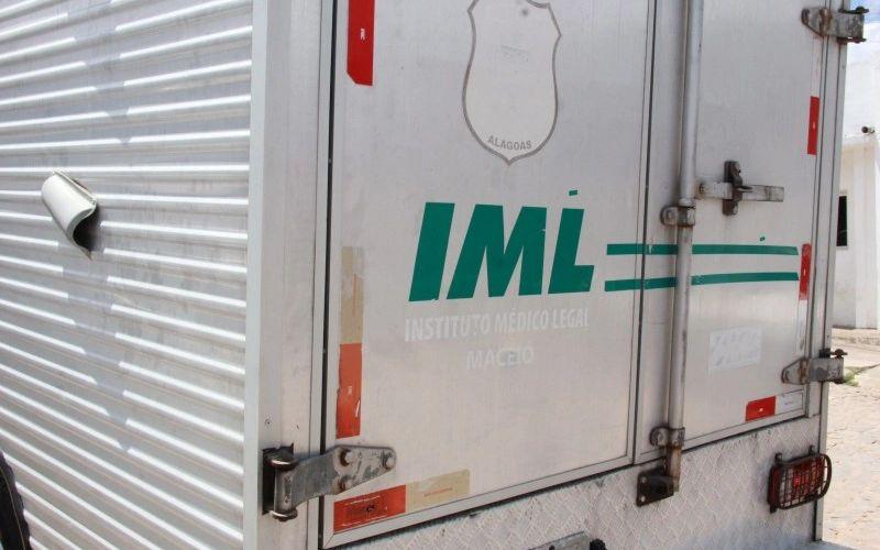 Veículo do Instituto Médico Legal (IML) de Maceió