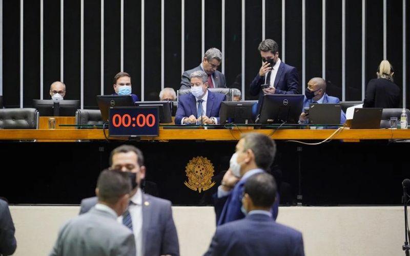 Deputados aprovaram texto-base de projeto que altera ICMS sobre combustível
