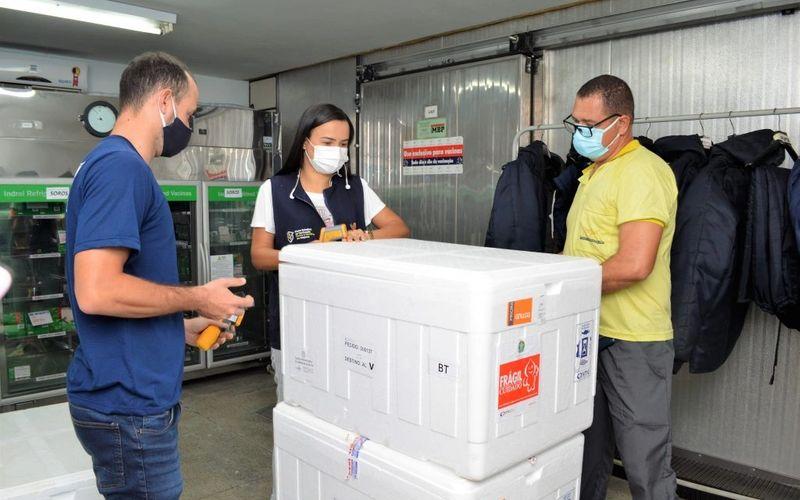 Doses desembarcaram na tarde desta segunda-feira (9), em Maceió.