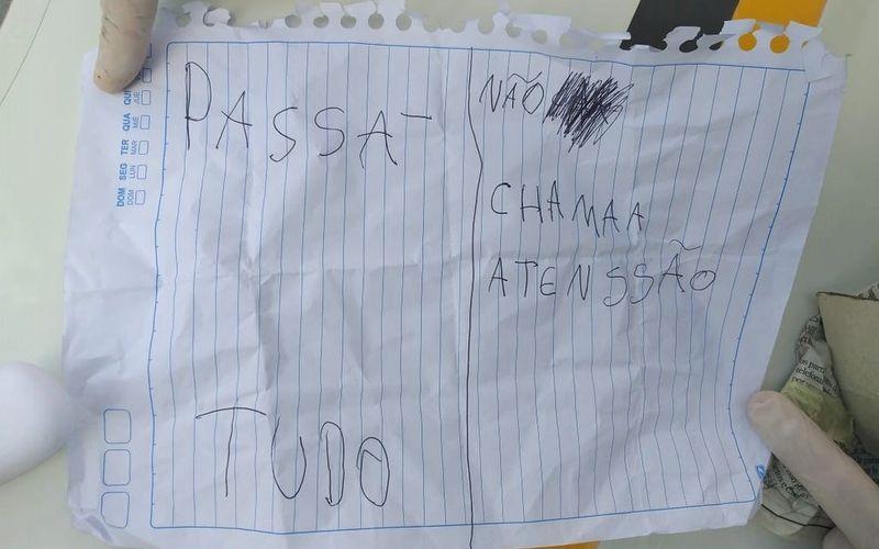 Bilhete usado para anunciar o assalto