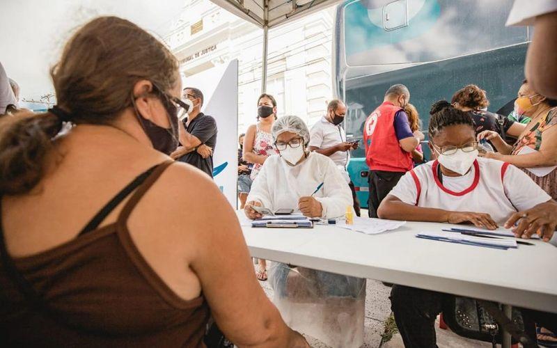 Ônibus da vacina leva imunização para mais próximo dos maceioenses
