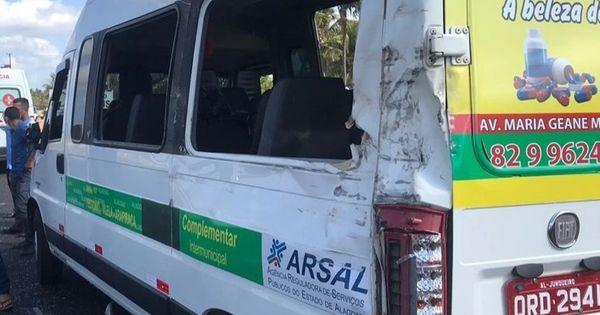 Caminhão carregado de tijolos atinge van e deixa dois feridos na - Cada Minuto
