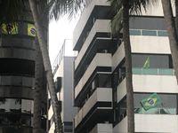 Prédios na Ponta Verde com a bandeira do Brasil em apoio a Bolsonaro