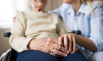 Prefeitura executa ações de cuidados para idosos em abrigos