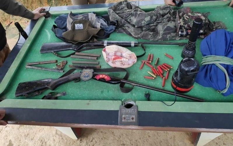 Material apreendido por militares do BPA.