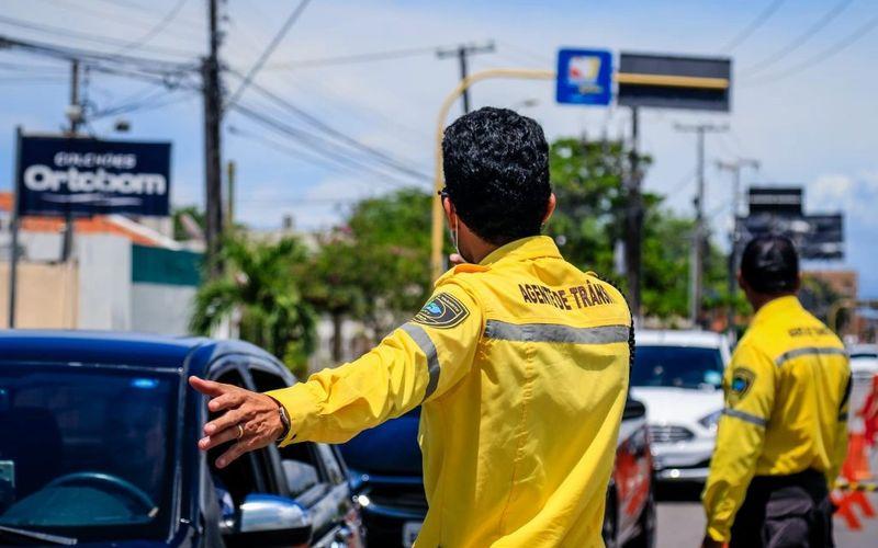 Agentes da Superintendência Municipal de Transportes e Trânsito (SMTT)