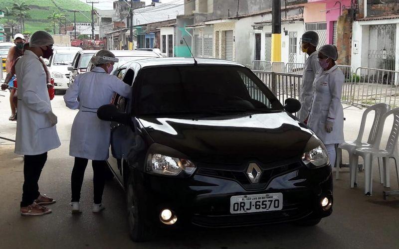 Profissionais da Saúde atuam rigorosamente nas barreiras sanitárias com todos os carros, motos e outros que adentram na cidade