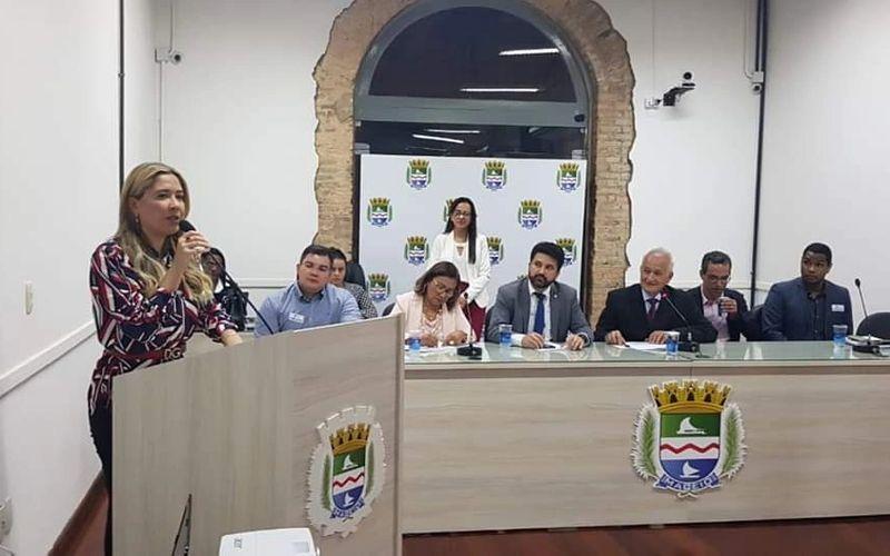Izabelle Pereira, presidente do cosems