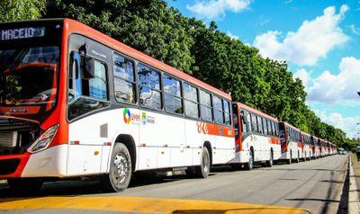 Ônibus do Sistema Integrado de Mobilidade de Maceió (SIMM)