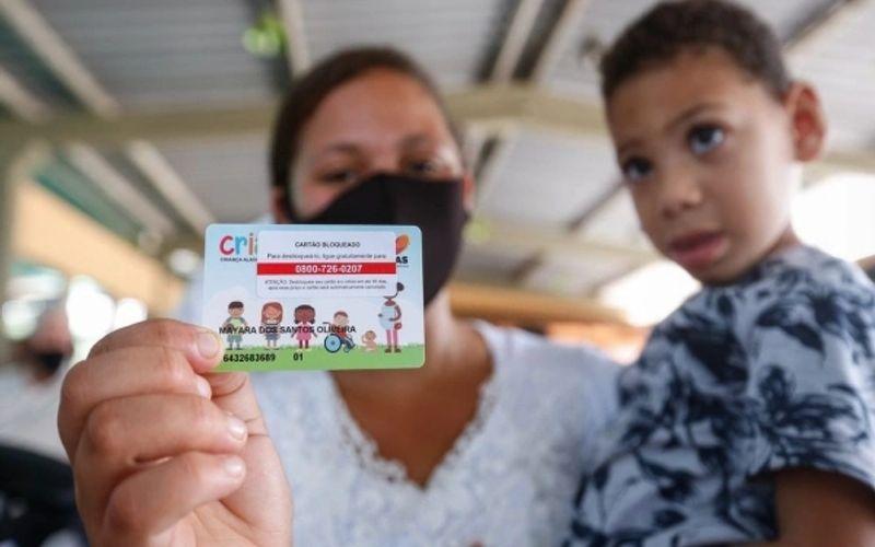 Governo inicia entrega do Cartão Cria em Maceió