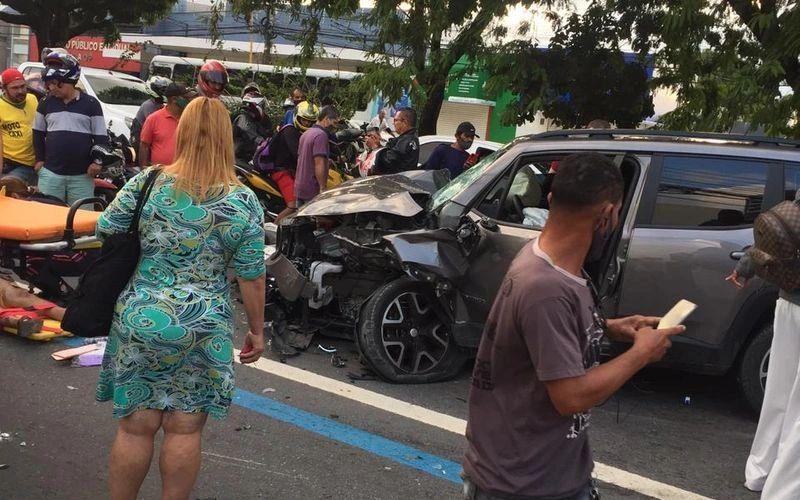 Acidente na Avenida Fernandes Lima