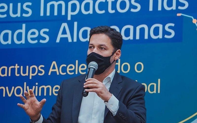 Rodrigo Cunha participa de seminário no Sebrae AL