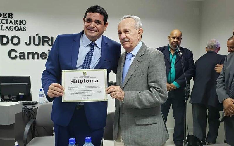 Há exatamente um ano, Márcio tomava posse, prestigiada pelo ex-senador Biu de Lira. A eleição teve seis candidatos disputando o cargo. Márcio obteve 40,95% dos votos válidos