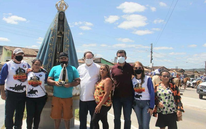 Moradores do Conjunto Nossa Senhora Aparecida ganham praça e estátua com dois metros de altura