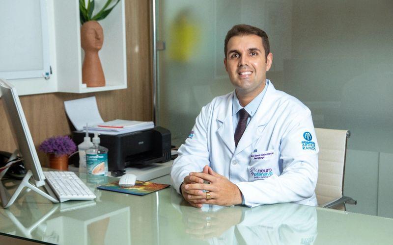 Neurocirurgião, Gustavo Alencar que é especialista em Nervos Periféricos pela FMUSP