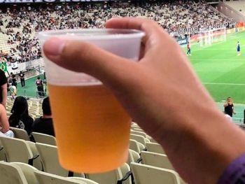 Resultado de imagem para bebidas alcoólicas nos estádios
