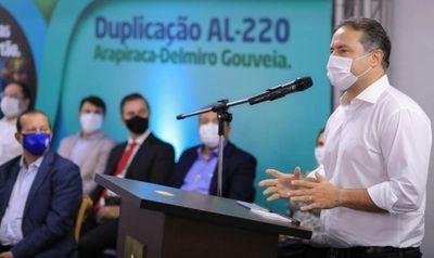 Governador Renan Filho durante solenidade: estradas como artérias num corpo chamado Alagoas