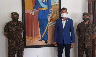 Prefeito Jó em visita a 59º Batalhão de Infantaria do Exército para solicitar a reativação da Junta  Militar para Olivença, Sertão de Alagoas.