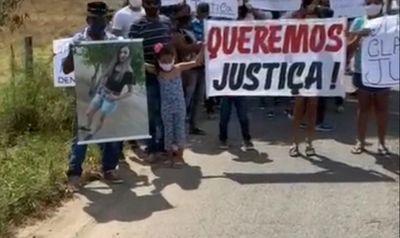 Manifestação é realizada em São José da Tapera por familiares de mulher morta pelo ex, caso segue impune há mais de 3 meses